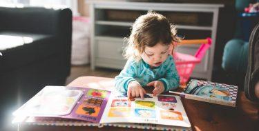 【メリットや注意点は?】赤ちゃんの早期教育の方法を徹底解説!